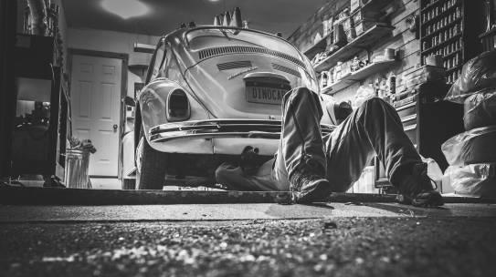 """Servisiranje vozil pri """"nepooblaščenih"""" serviserjih"""